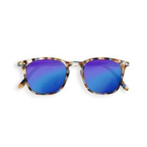 wijs west wijswest online shoppen winkel amsterdam speelgoed Izipizi JSLMSEC30_00 Accessoires 3760247690101 Izipizi Zonnebril Junior #E Blue Tortoise Soft Blue Mirror Lenses