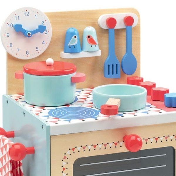 en twee kookpitten. Geweldig keukentje voor jongens en meisjes van 3-6 jaar